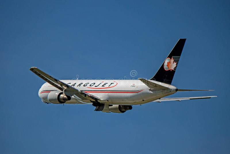 CargoJet Airways Boeing 767-300ER Freighter Post Takeoff fotos de stock royalty free