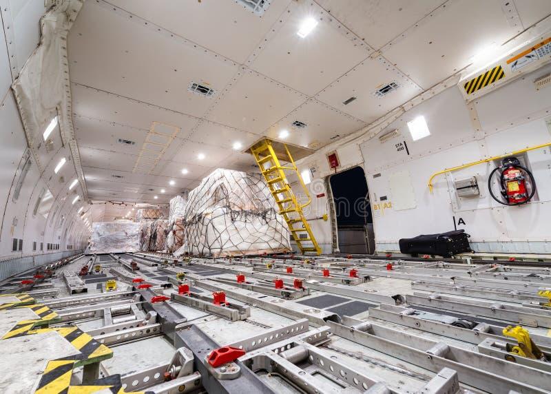 Cargueiro interno da carga aérea fotografia de stock