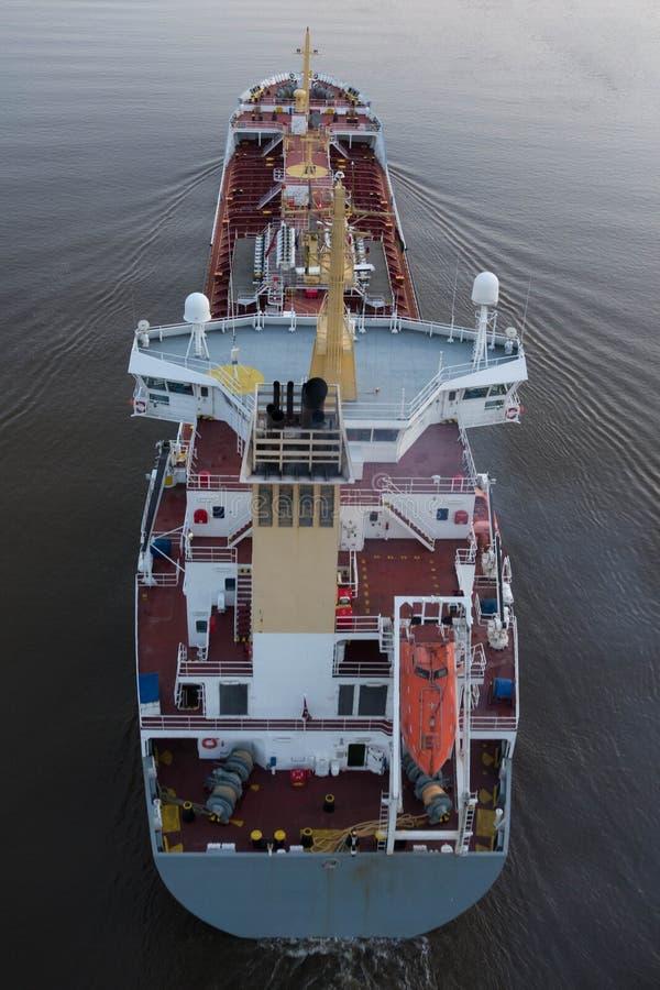 Cargueiro no canal de Kiel imagem de stock