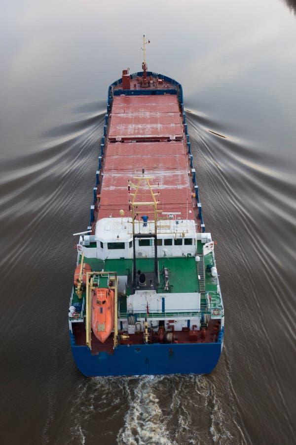 Cargueiro no canal de Kiel imagens de stock