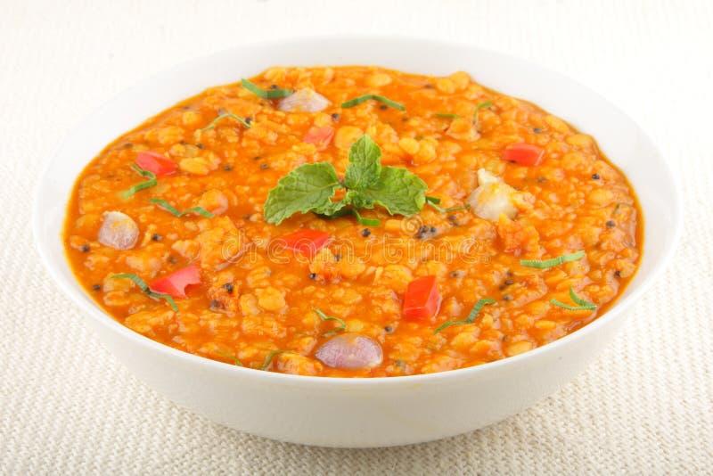 Cari de Daal - soupe à lentille épicée photographie stock libre de droits