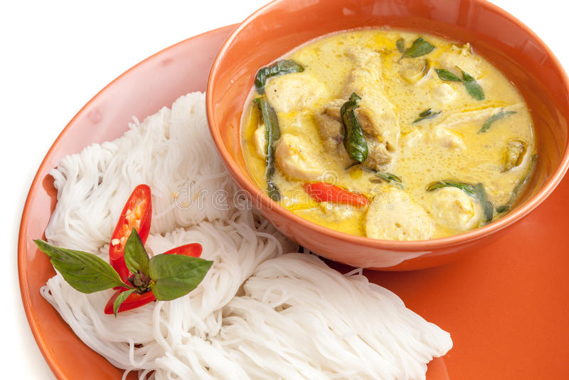 Cari et nouille thaïlandais du plat image stock