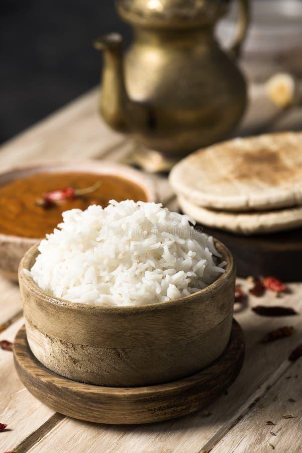 Cari, riz et chapatti de Korma de poulet photographie stock libre de droits