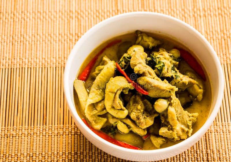 Cari vert avec le poulet, nourriture thaïlandaise photo libre de droits