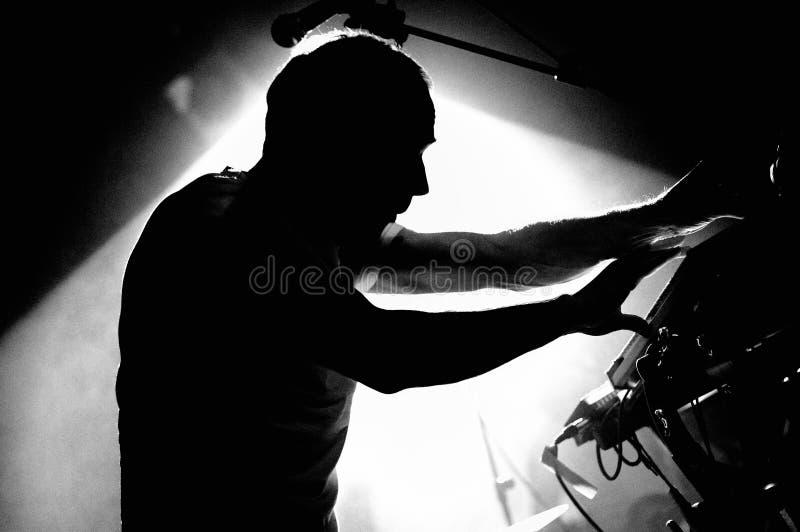 Caribou (elektroniczny zespół) wykonuje przy Discotheque Razzmatazz obraz royalty free