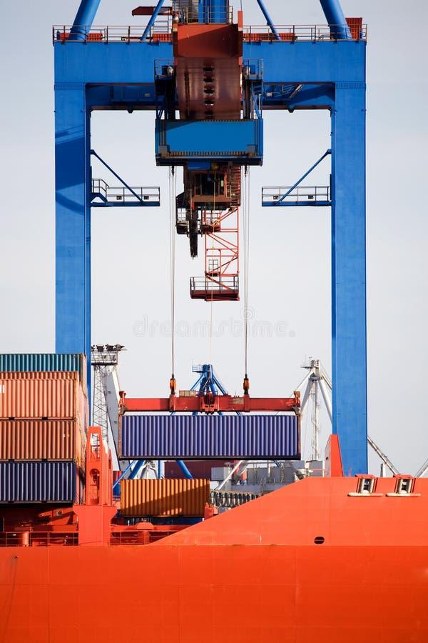 Caricamento del container fotografie stock