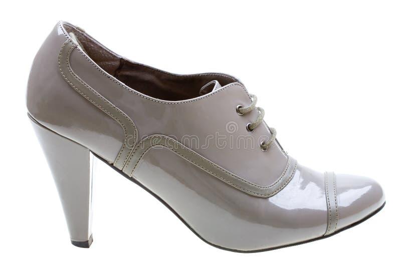 Caricamento del sistema femminile grigio degli alti talloni isolato su bianco fotografia stock