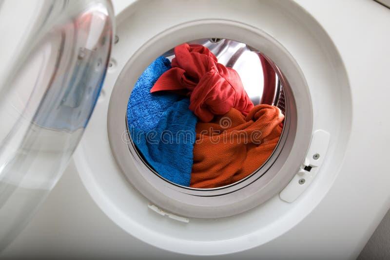 Caricamento della lavanderia fotografie stock