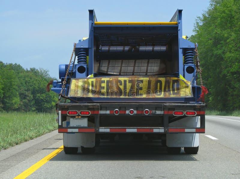 Caricamento di grande misura su un camion fotografia stock
