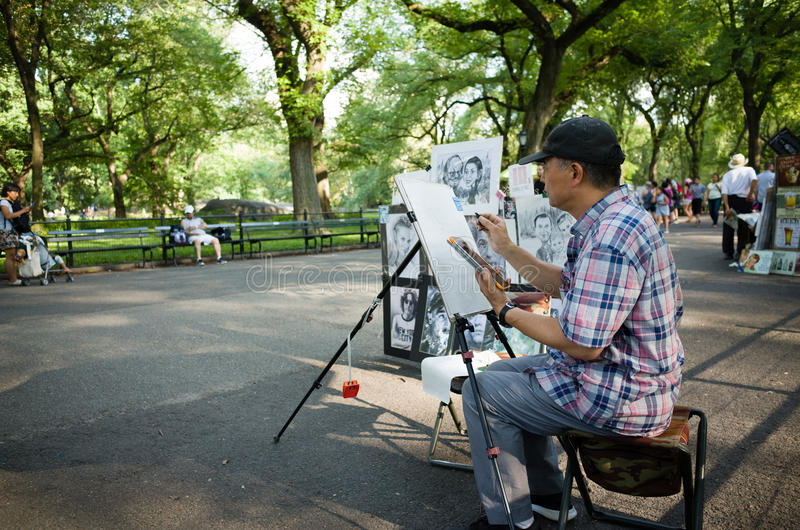 Caricaturist on The Mall in Central park drawing. Caricaturist in Central park drawing - July 17, 2016, The Mall, New York City, NY, USA stock photo