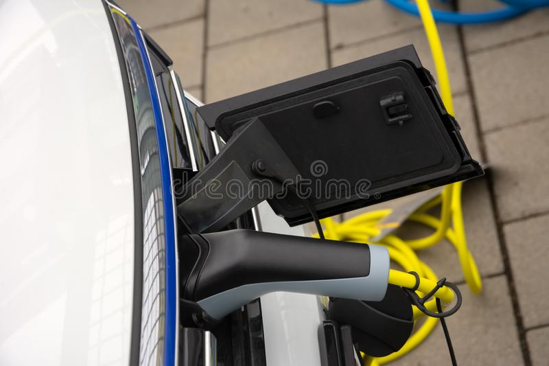 Carico dell'automobile elettrica fotografia stock