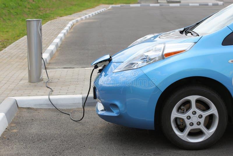 Carico dell'automobile elettrica immagini stock