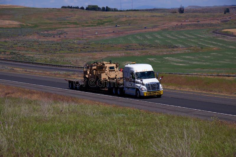 Carico di grande misura/attrezzatura militare fotografia stock libera da diritti