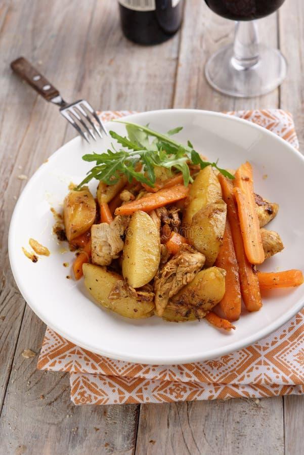 Caril da galinha com vegetais foto de stock