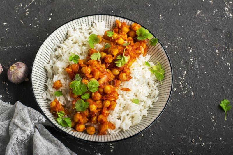 Caril do grão-de-bico com arroz basmati imagem de stock