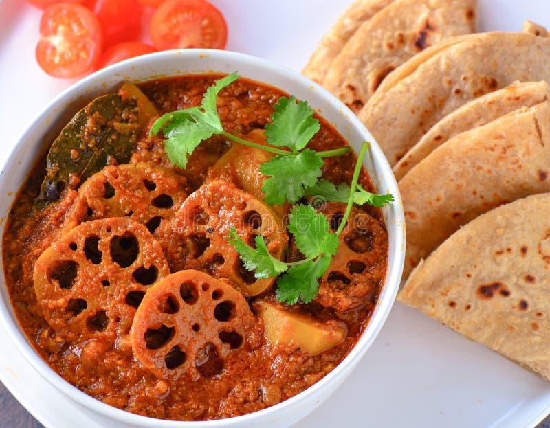 Caril do kakadi de Kamal - haste dos lótus cozinhada no molho do tomate foto de stock royalty free