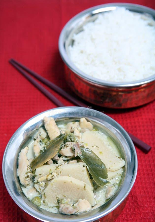 Caril e arroz verdes tailandeses da galinha foto de stock