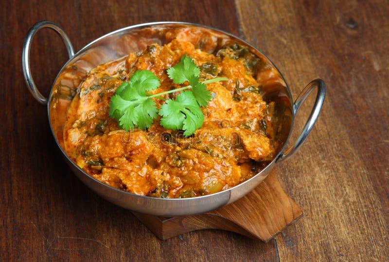 Caril indiano de Saag Massala da galinha imagens de stock