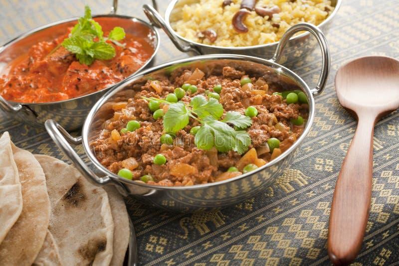 Caril indiano em pratos de Balti imagem de stock
