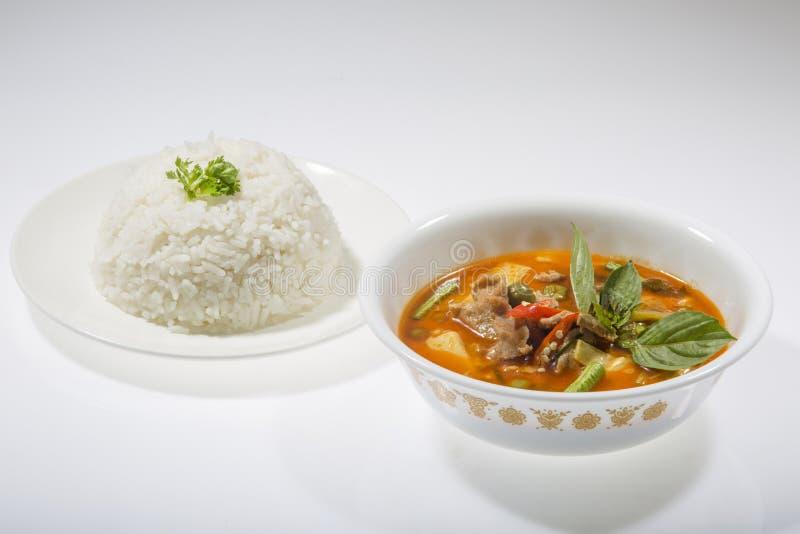 Caril vermelho com arroz imagens de stock
