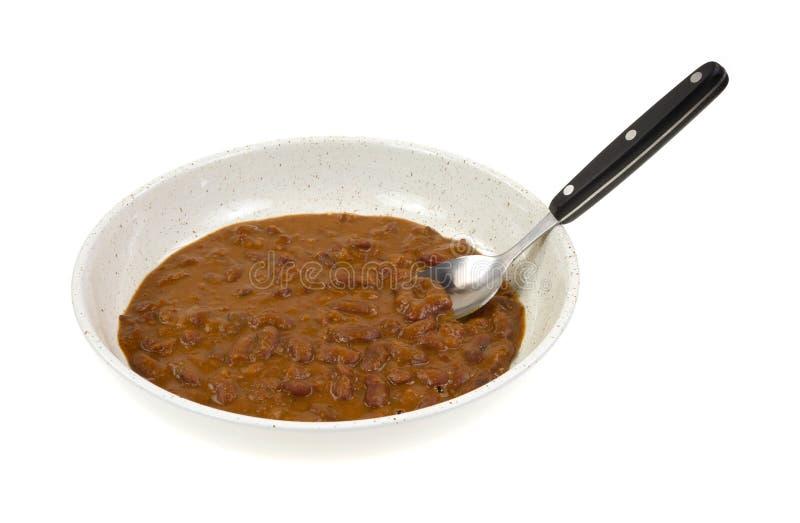 Caril vermelho do feijão-roxo no prato com colher fotografia de stock royalty free