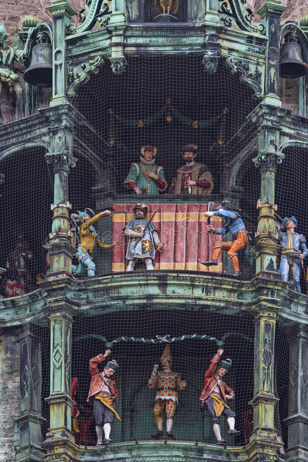 Carillón en ayuntamiento Munich imagenes de archivo