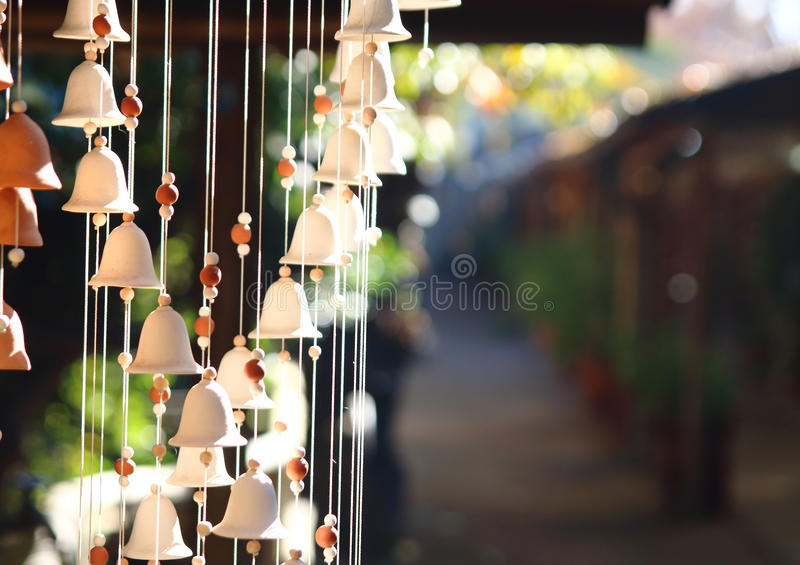 Carillon de vent cloches accrochant l'ornement photos stock