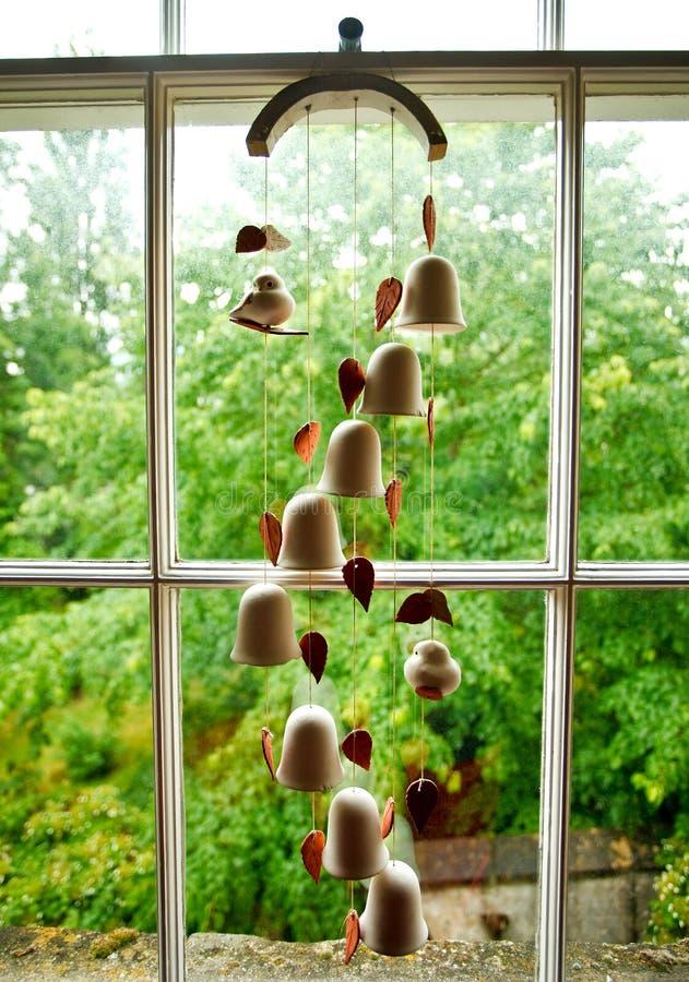 carillon de vent de bells en c ramique photo stock image du cloches haies 42798864. Black Bedroom Furniture Sets. Home Design Ideas