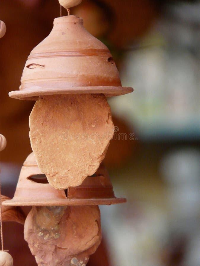 Carillon di vento di terracotta immagine stock