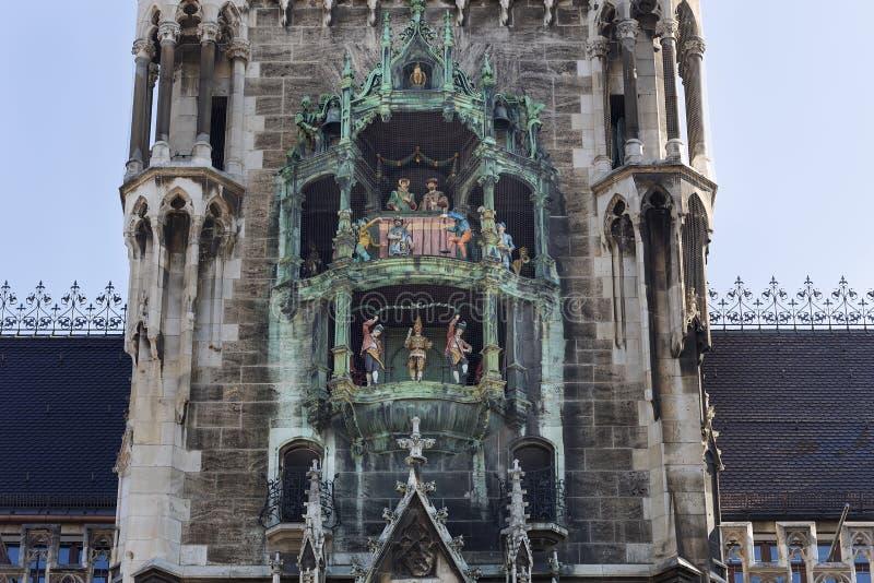 Carillon sul nuovo comune di Monaco di Baviera immagine stock
