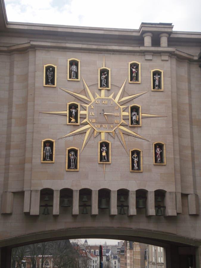 Carillon van Mont des Arts in de bouw van het Algemene Rijksarchief op een sneeuwdag in Brussel 22 maart, 2013 Brussel, royalty-vrije stock foto's