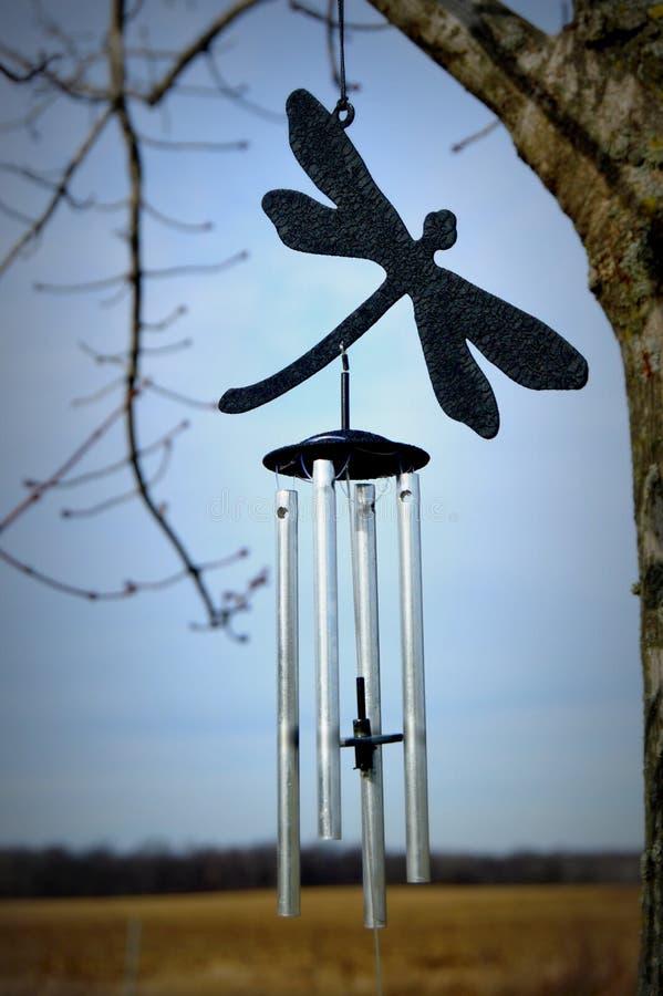 Carillones de viento de la libélula foto de archivo libre de regalías