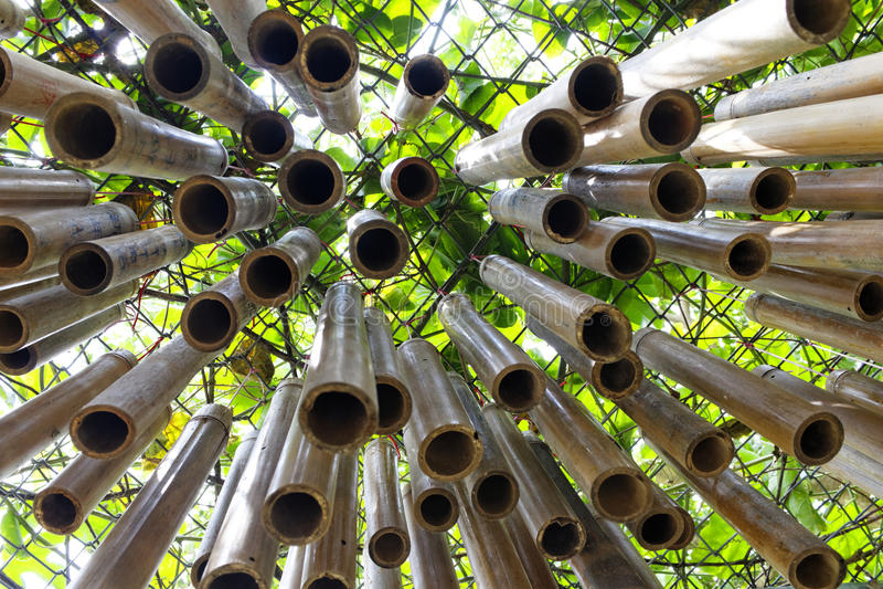 carillons de vent en bambou photographie stock image 32443582. Black Bedroom Furniture Sets. Home Design Ideas