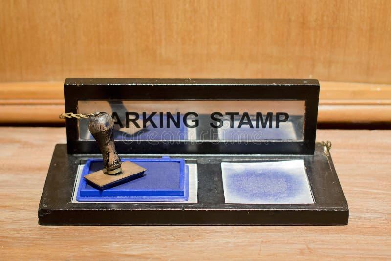 Carimbo de borracha com tinta azul fotografia de stock royalty free