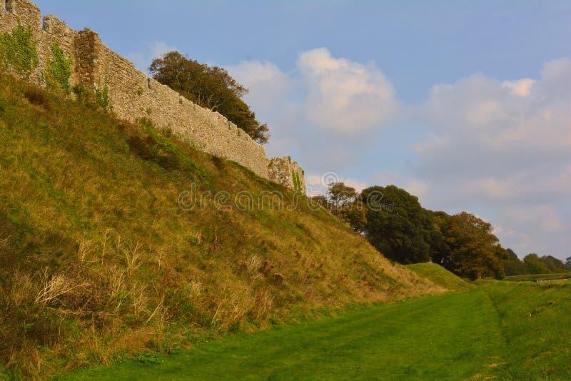 Carisbrooke城堡中世纪墙壁在纽波特,怀特岛郡,英国 库存照片