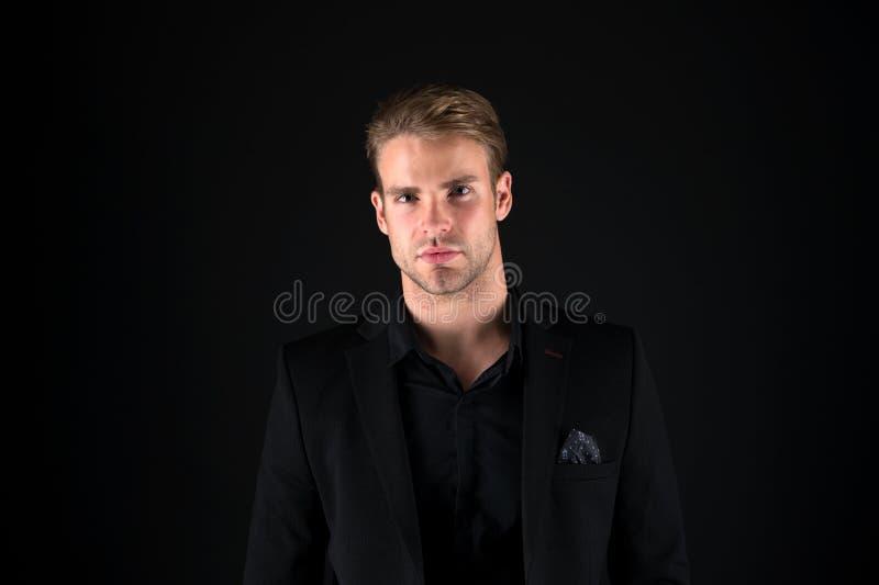 Carismatico e sicuro o Di impiegato Uomo del commercio Uomo di affari nell'usura convenzionale fotografia stock