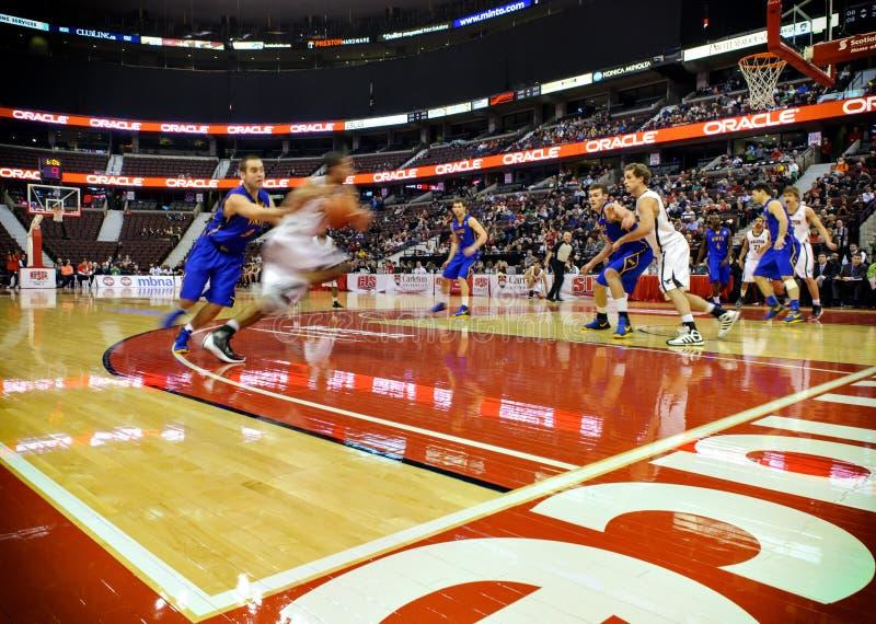 人的同边篮球决赛 库存照片