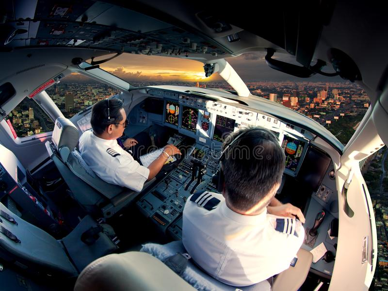 Carlinga de los aviones de avión de pasajeros modernos imagen de archivo