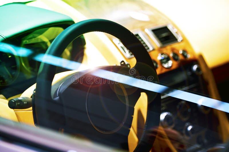 Carlinga de lujo del coche fotos de archivo libres de regalías