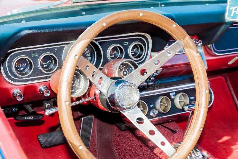 Carlinga de un coche viejo fotos de archivo libres de regalías