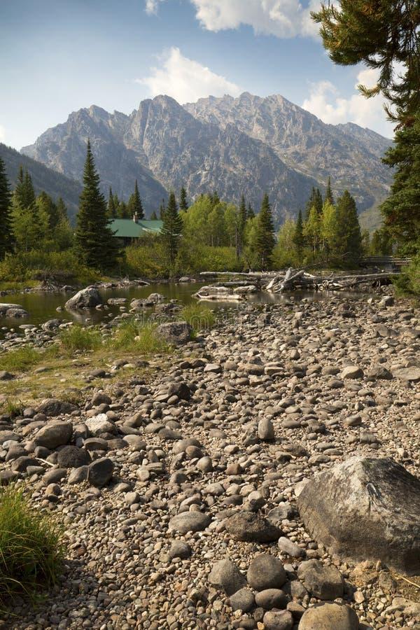 Carlingue à la crique de peuplier, avec des montagnes de Teton, Jackson Hole, W images stock