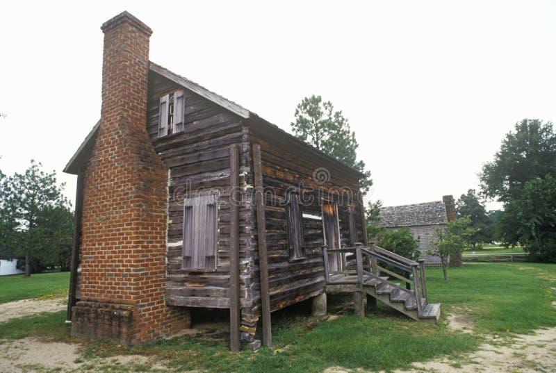 Carlingue de rondin avec la cheminée à Camden historique, Sc photographie stock