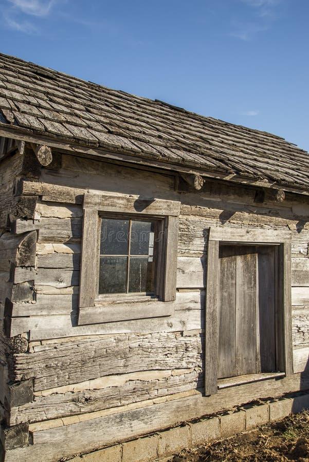 Carlingue de rondin pionnière, rétro, vieille, rondins, village historique et occidental image stock