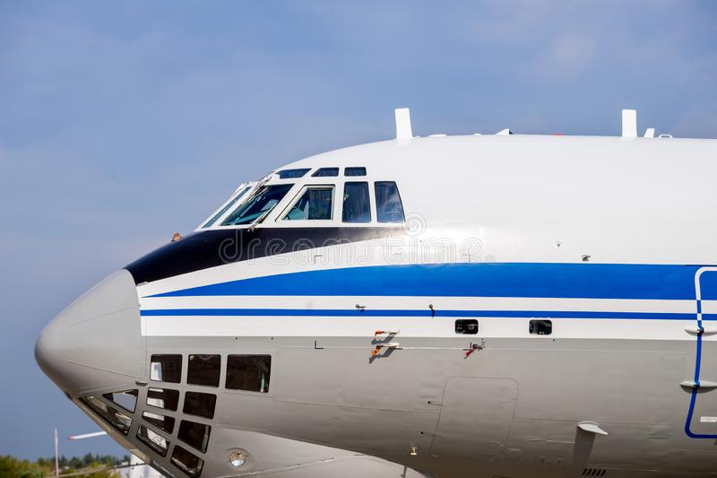 Carlingue des avions militaires de cargaison images stock