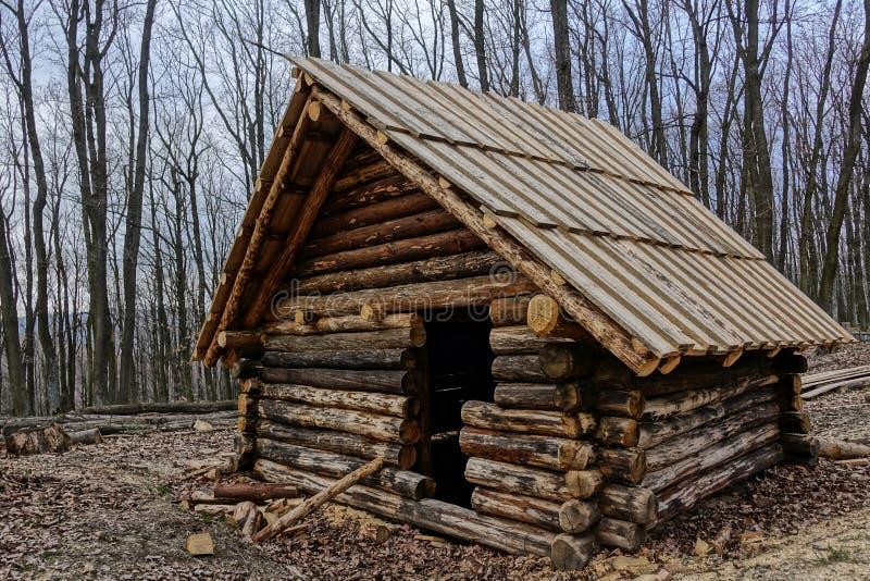Carlingue en bois médiévale historique non finie de bardeau dans Bojna, Slovaquie image libre de droits
