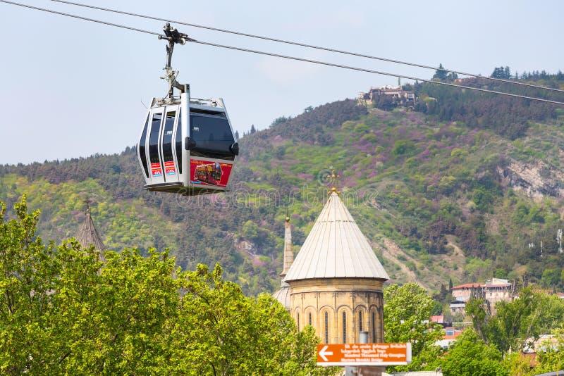 Carlingues de funiculaire de Tbilisi, de Géorgie et horizon aérien de ville photos libres de droits