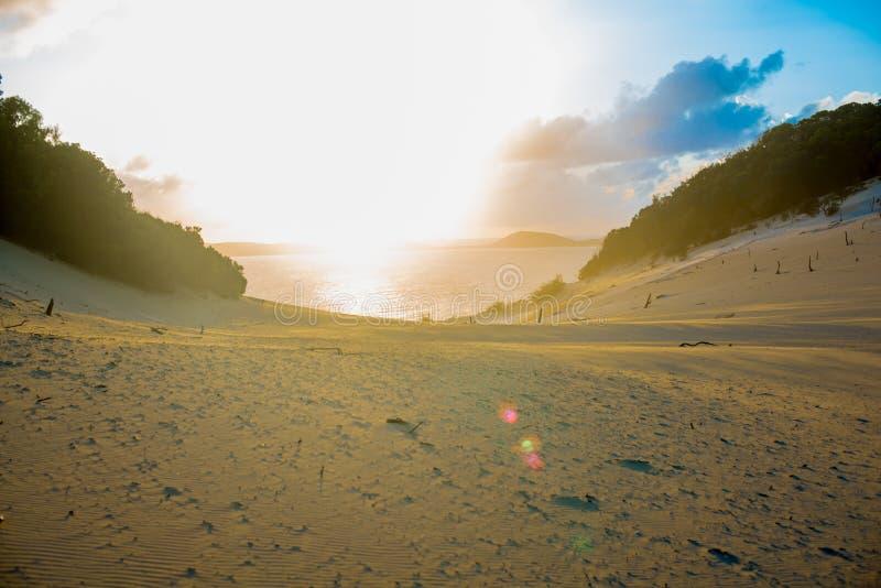 Carlo Sandblow na praia do arco-íris, Queensland Austrália é um continente situado na parte sul da terra nas horas de verão, inte foto de stock