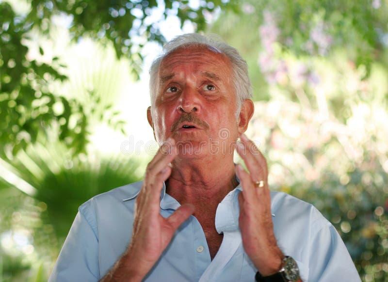Carlos Fuentes que gesticula en Mallorca fotos de archivo libres de regalías