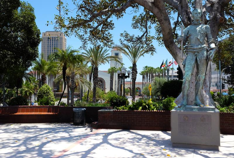 Carlos III staty i den gamla plazaen royaltyfria bilder