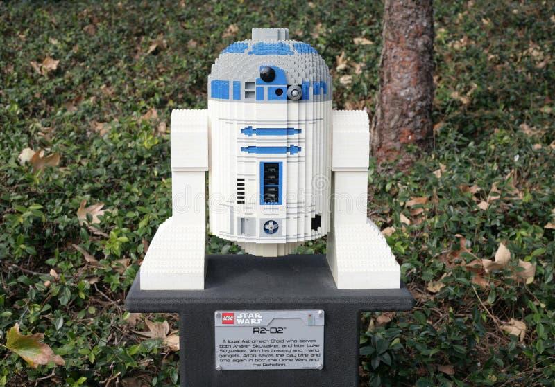 CARLSBAD, DE V.S., 6 FEBRUARI: Star Wars R2-D2 Minifigure met lego B wordt gemaakt die royalty-vrije stock afbeelding